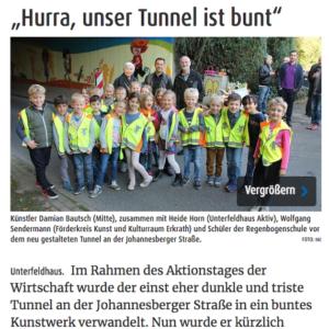 Gruppe von Schulkindern vor dem neu gestaltetem Tunnel in Unterfeldhaus