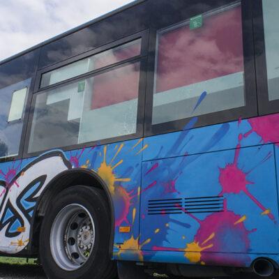 Jugendbus Neuss mit Kleksdesign